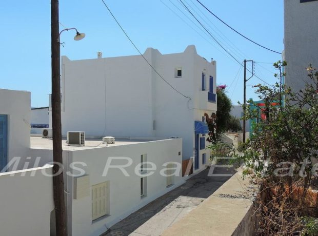 House with 3 apartments for sale (160 m2), Adamas, Milos
