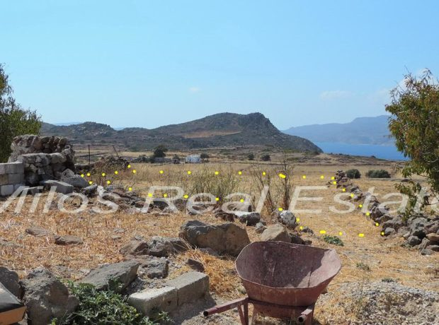 2 properties for sale in Klimatovouni, Milos (85 + 284 m2)