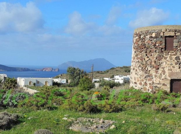 Traditional windmill for sale 29,5 m2, Tripiti, Milos