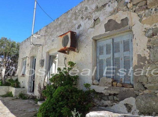 Traditional house for sale 135 m2, Pera Triovasalos, Milos